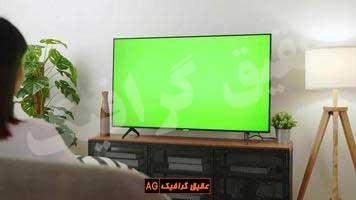 ویدیو فوتیج تماشای صفحه سبز تلویزیون در اتاق